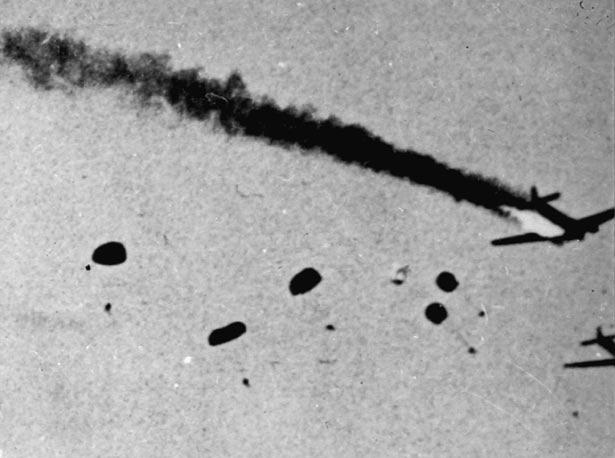 German paratroops over Heraklion