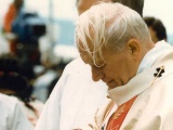 Pope John Paul II celebrates Mass in windy Wellington