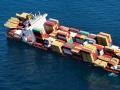 Shipwrecked <em>Rena</em> spills oil into Bay of Plenty